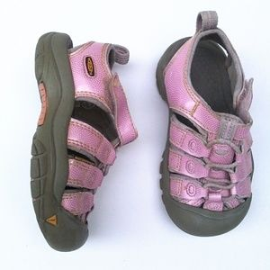 KEEN girls waterproof sandals Size 9